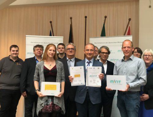 """THG als """"MINT-freundliche Schule"""" und """"Digitale Schule"""" ausgezeichnet"""