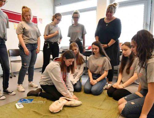 Pressebericht: Schüler lassen sich zu Ersthelfern ausbilden
